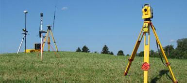 RILIEVI PLANOALTIMETRICI Eseguiamo con strumenti ad alta precisione rilievi planimetrici o plano-altimetrici dello stato dei luoghi, con compensazione della poligonale ed inserimento nel sistema di riferimento richiesto, calcolo delle coordinate […]